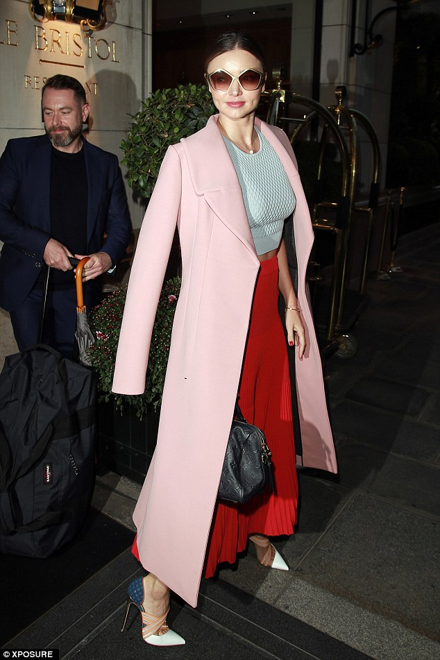 miranda-kerr-in-marni-jonathan-simkhai-out-in-paris