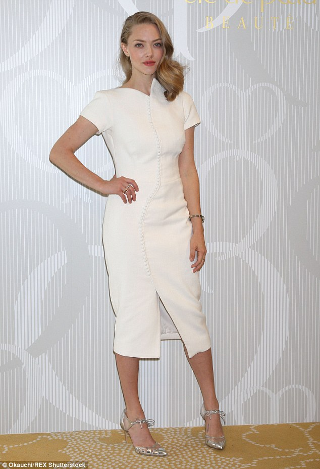 amanda-seyfried-in-antonio-berardi-at-the-shiseido-tokyo-event