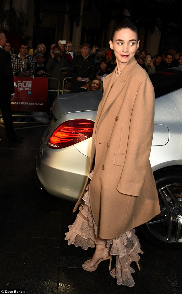 rooney-mara-in-alexander-mcqueen-carol-london-film-festival-screening