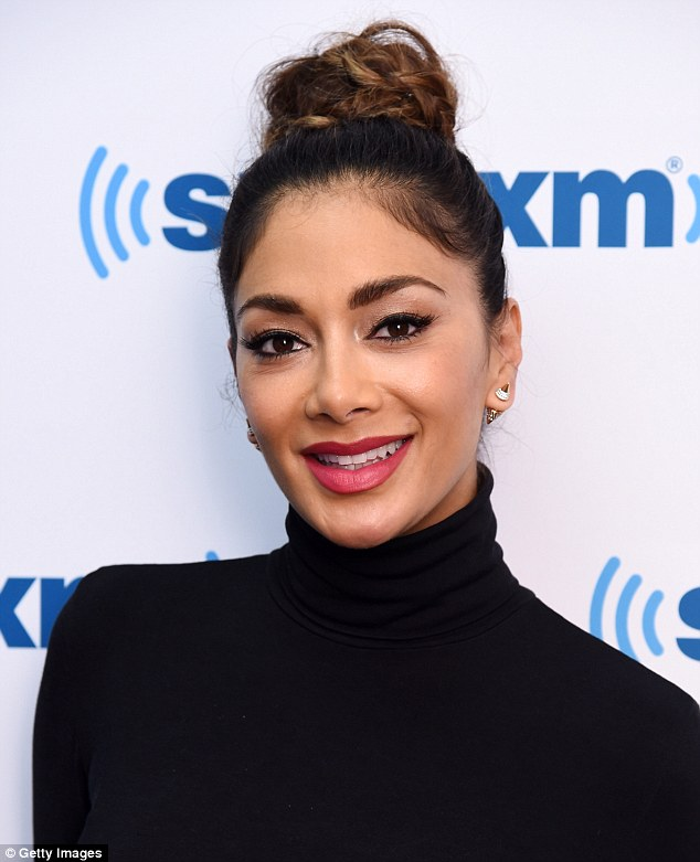 nicole-scherzinger-leaving-the-today-show-in-new-york-city-october-2015_2