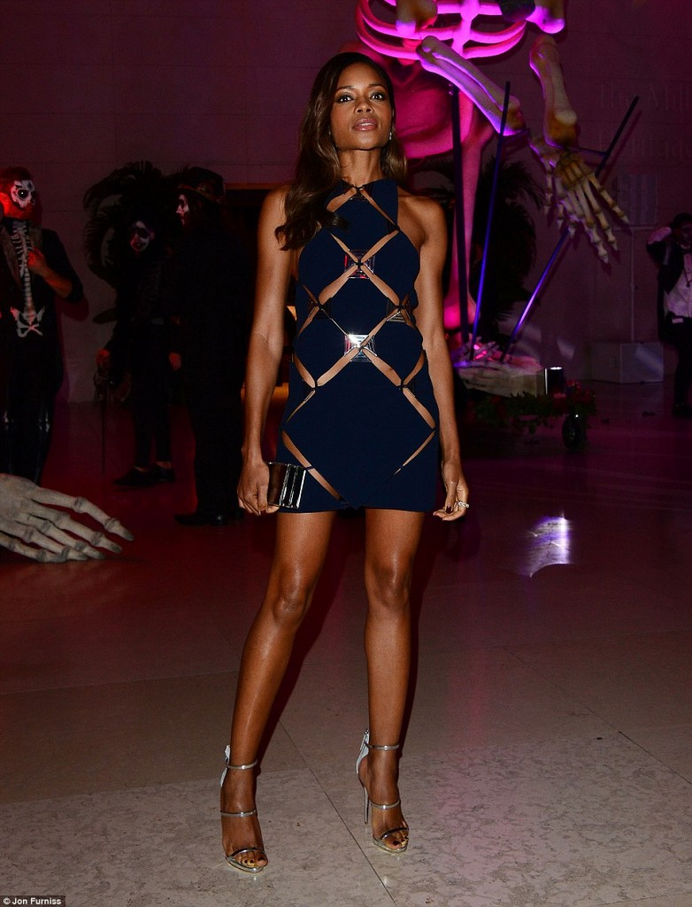 naomie-harris-in-mugler-at-spectre-london-premiere-afterparty