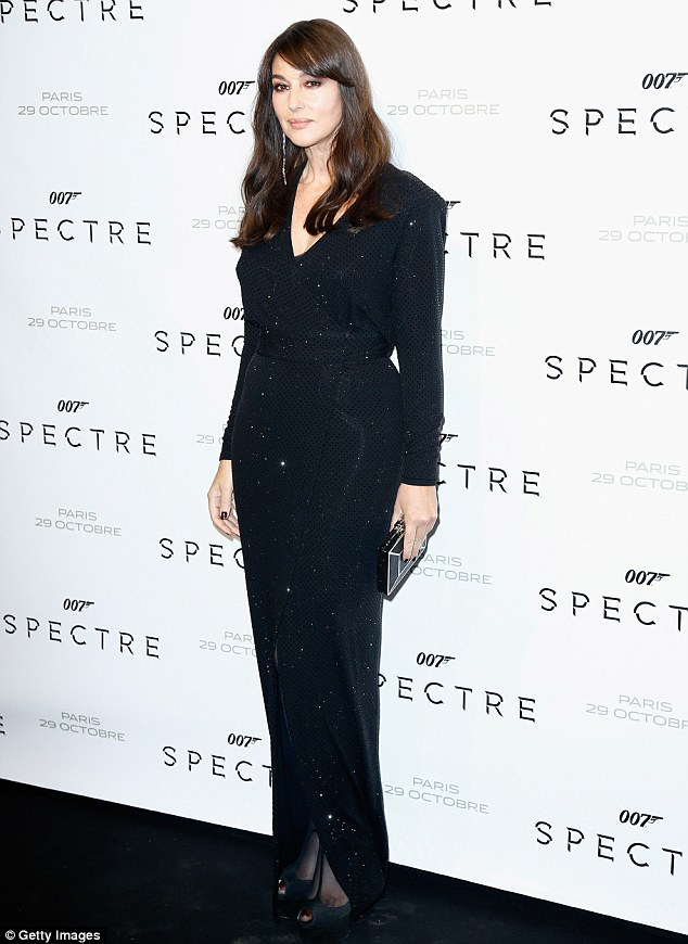 monica-bellucci-in-alexandre-vauthier-at-spectre-paris-premiere