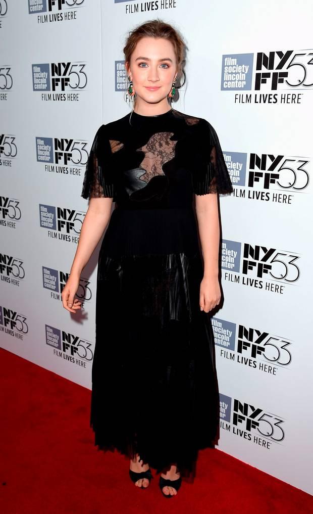 saoirse-ronan-in-valentino-brooklyn-new-york-festival-film-festival-premiere