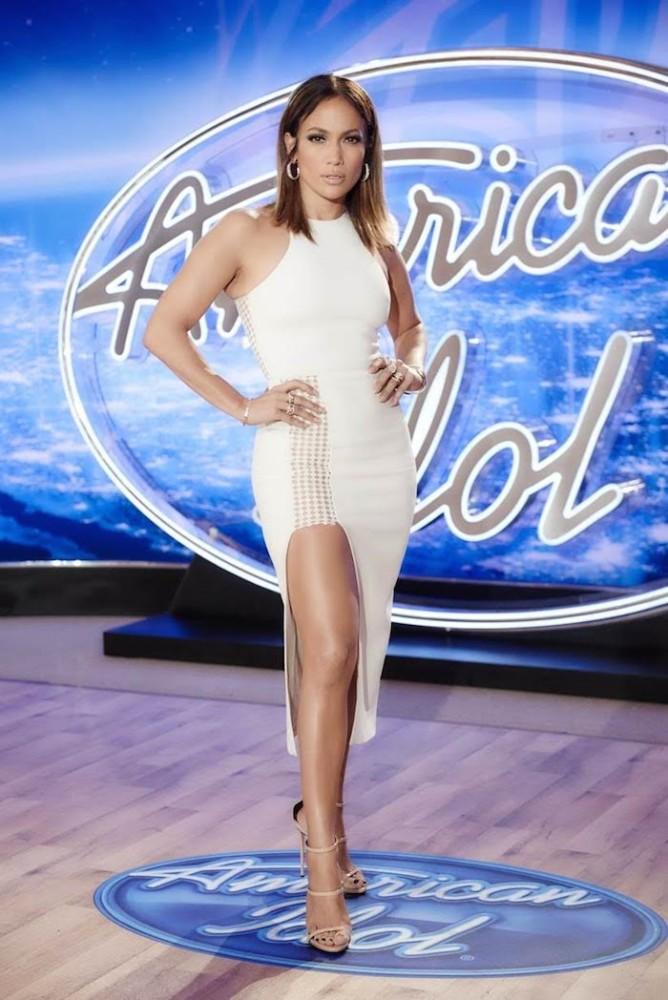 -Jennifer-Lopez-Wears-David-Koma-Resort-2016-Ivory-High-Slit-Dress-and-Casadei-Sandals-to-American-Idol-San-Francisco-Auditions-668x1000