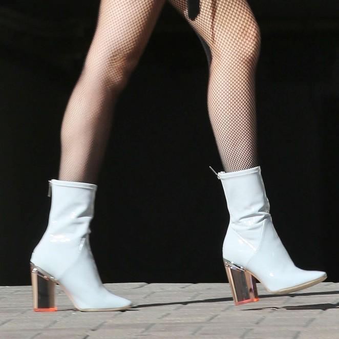 Bella-Thorne-Leggy-in-Short-Skirt--11-662x662