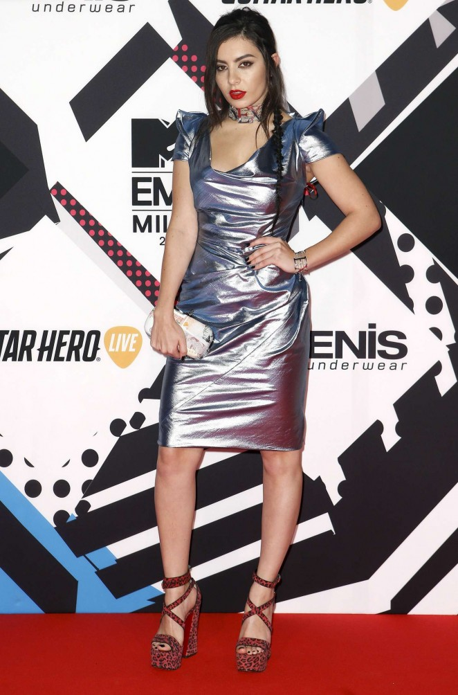 Charli-XCX--2015-MTV-European-Music-Awards--