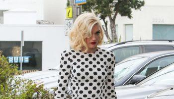 Gwen-Stefani-in-Long-Dress-03