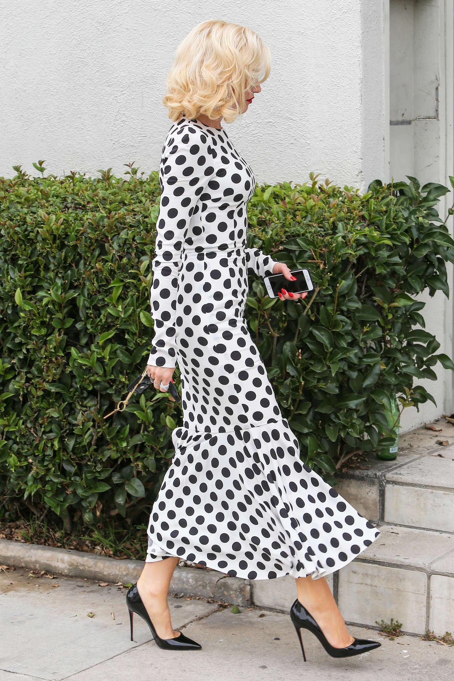 Gwen-Stefani-in-Long-Dress--08