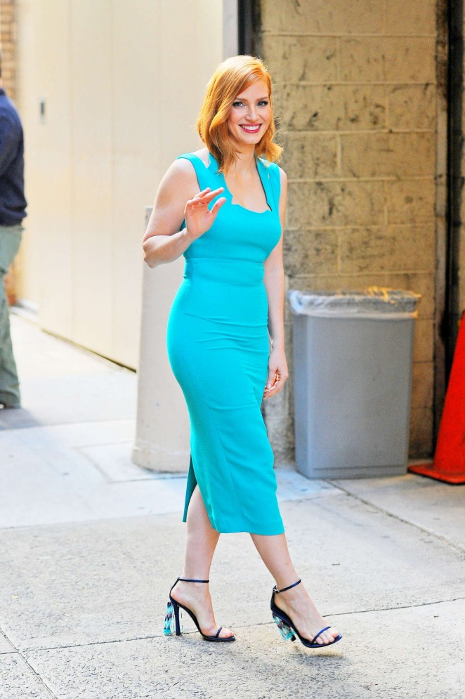 Jessica-Chastain--Arriving-at-Live-with-Kelly-and-Michael--03-662x995