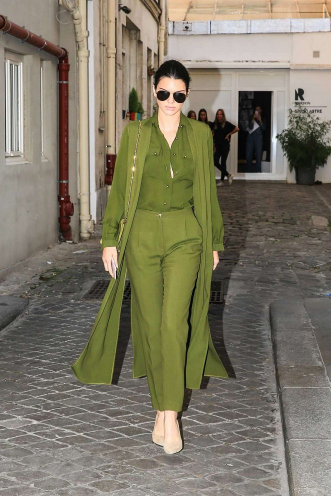 Kendall-Jenner-in-Green--03-662x993