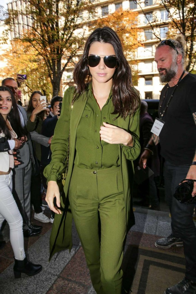 Kendall-Jenner-in-Green--06-662x993