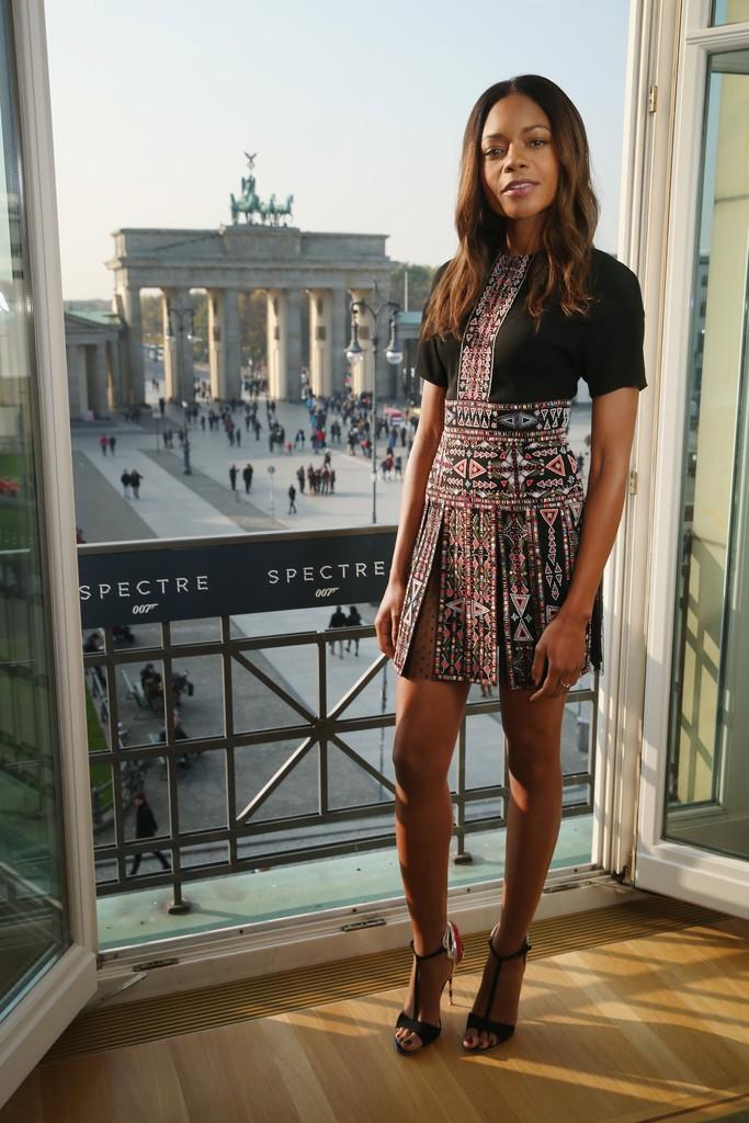 Naomie-Harris-Spectre-German-Premiere-Berlin-valentino-3