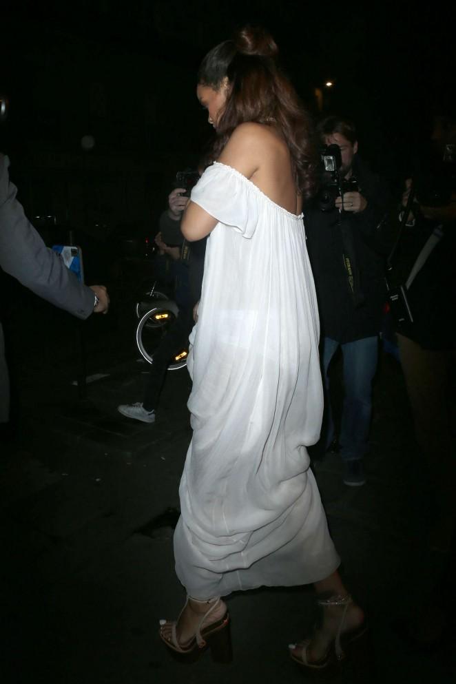 Rihanna--Leaving-a-bar--06-662x993