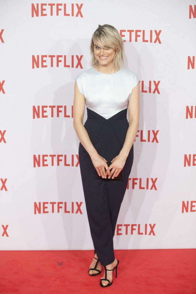 Taylor-Schilling--Netflix-Presentation--11-662x993