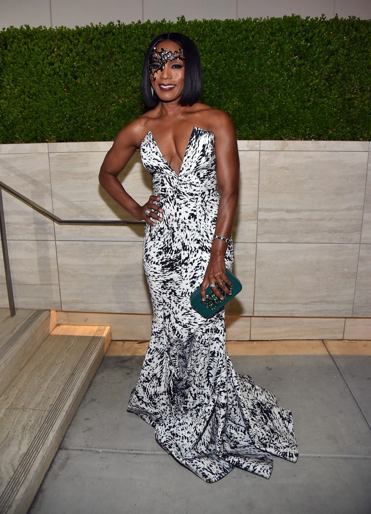Angela -Bassett-2015-amfars-inspiration-gala-in-los-angeles