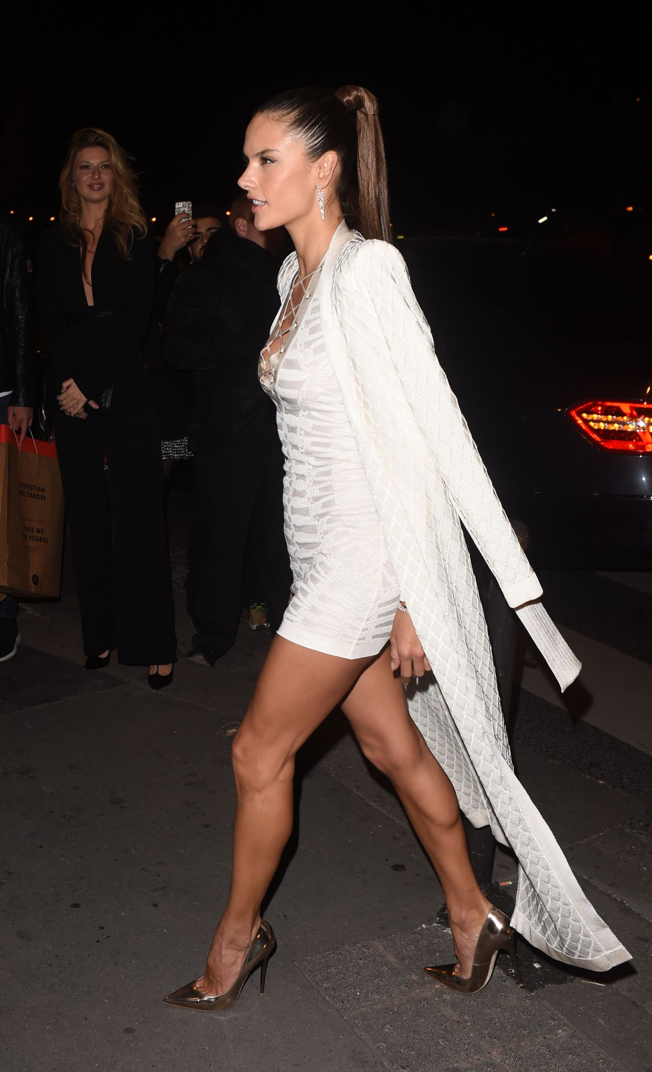 alessandra-ambrosio-balmain-show-after-party-in-paris-october-2015_7