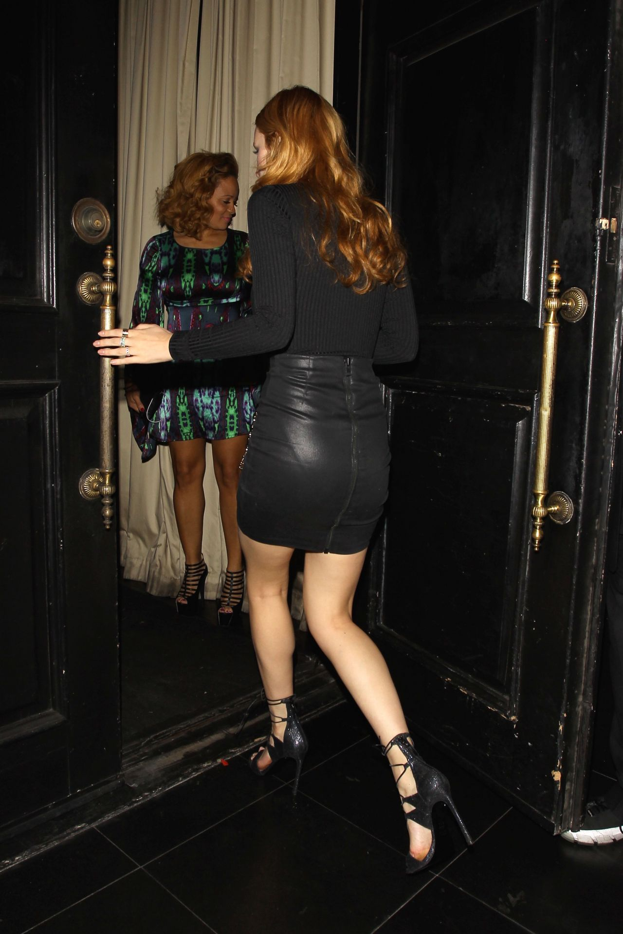 bella-thorne-leaving-beso-restaurant-in-hollywood-october-2015_17