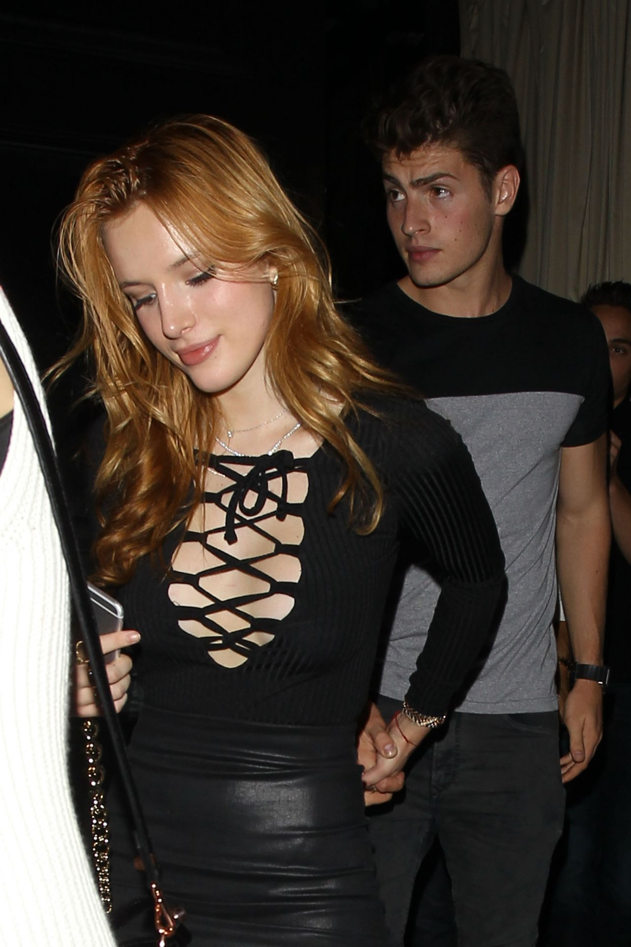 bella-thorne-leaving-beso-restaurant-in-hollywood-october-2015_18