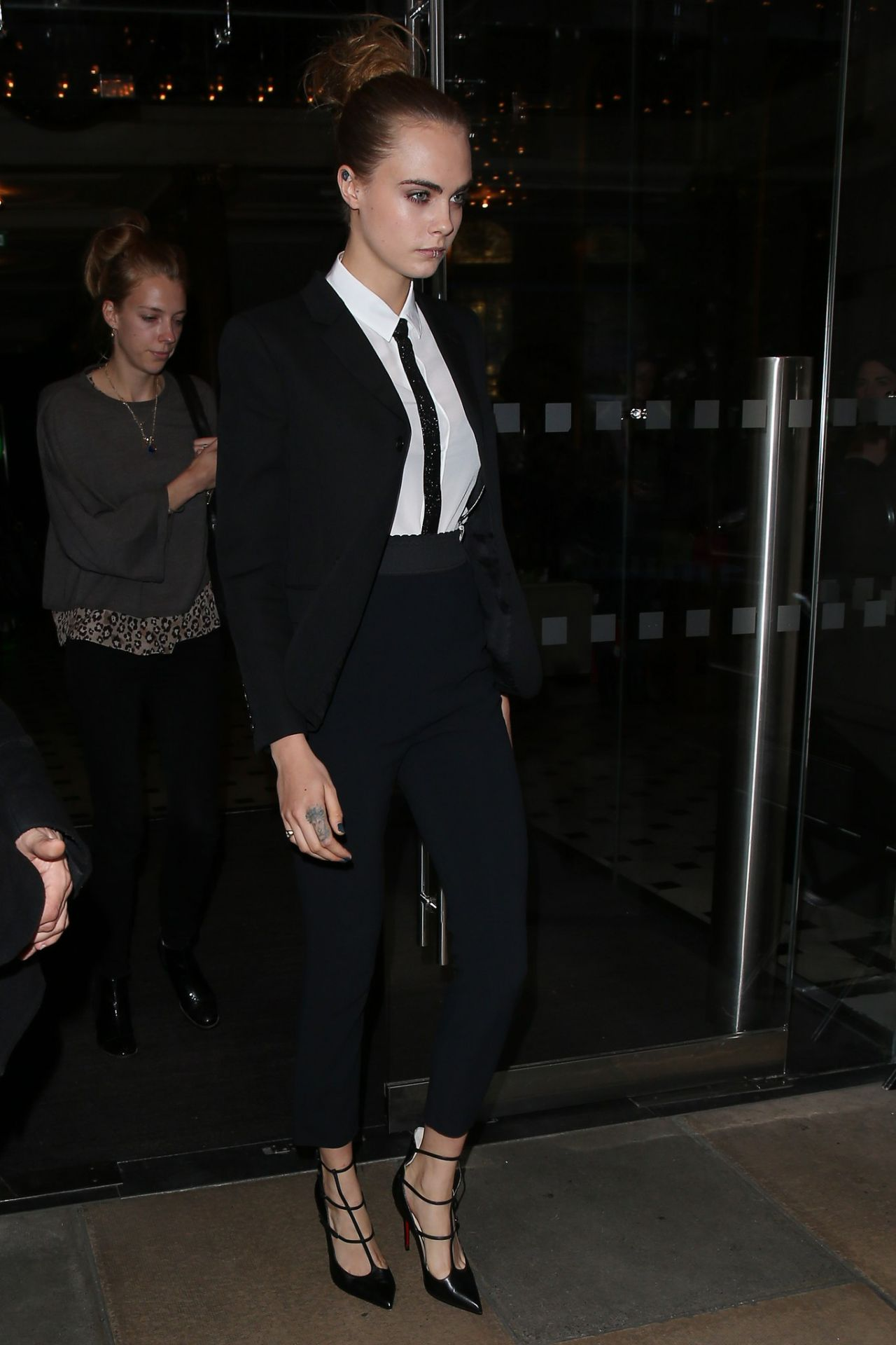 https://fashionsizzle.com/wp-content/uploads/2015/10/cara-delevingne-leaving-a-hotel-in-london-october-2015_3.jpg