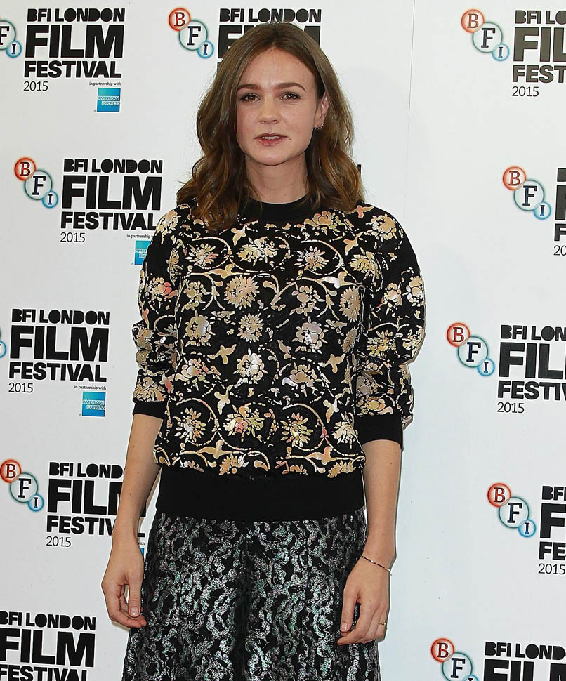 carey-mulligan-in-chanel-suffragette-london-photocall