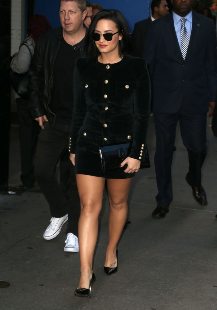 demi-lovato-arrives-at-good-morning-america-in-new-york-10-29-2015_4