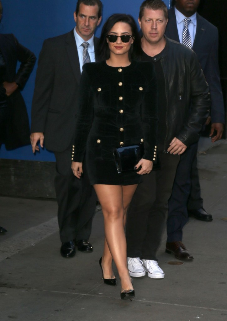demi-lovato-arrives-at-good-morning-america-in-new-york-10-29-2015_5