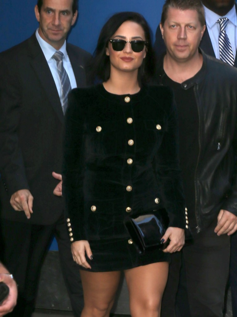 demi-lovato-arrives-at-good-morning-america-in-new-york-10-29-2015_7