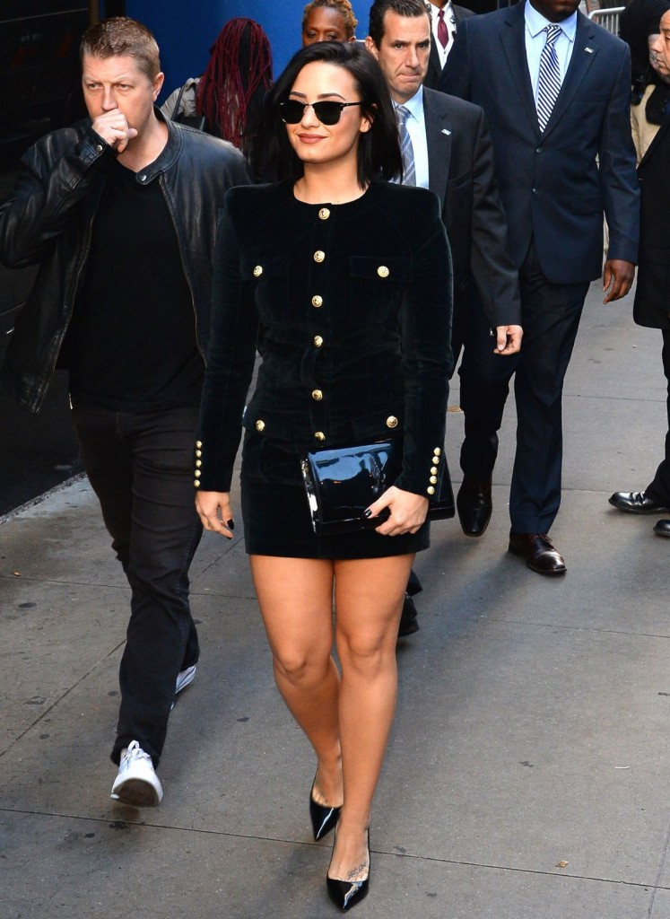 demi-lovato-arrives-at-good-morning-america-in-new-york-10-29-2015_8