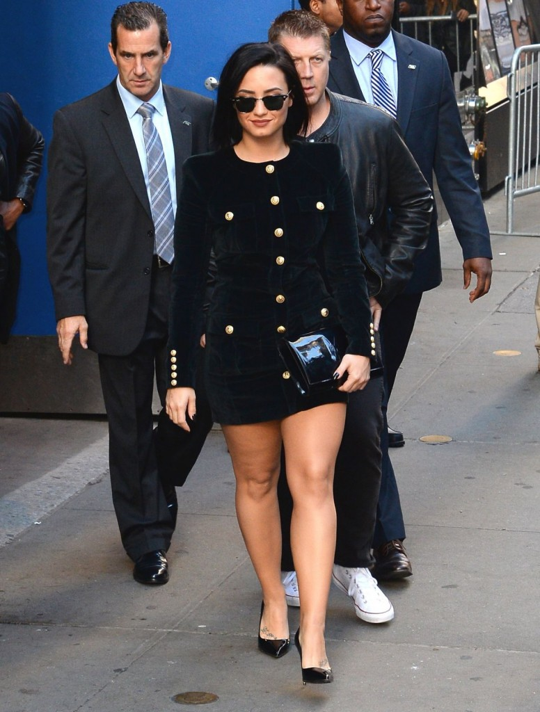 demi-lovato-arrives-at-good-morning-america-in-new-york-10-29-2015_9