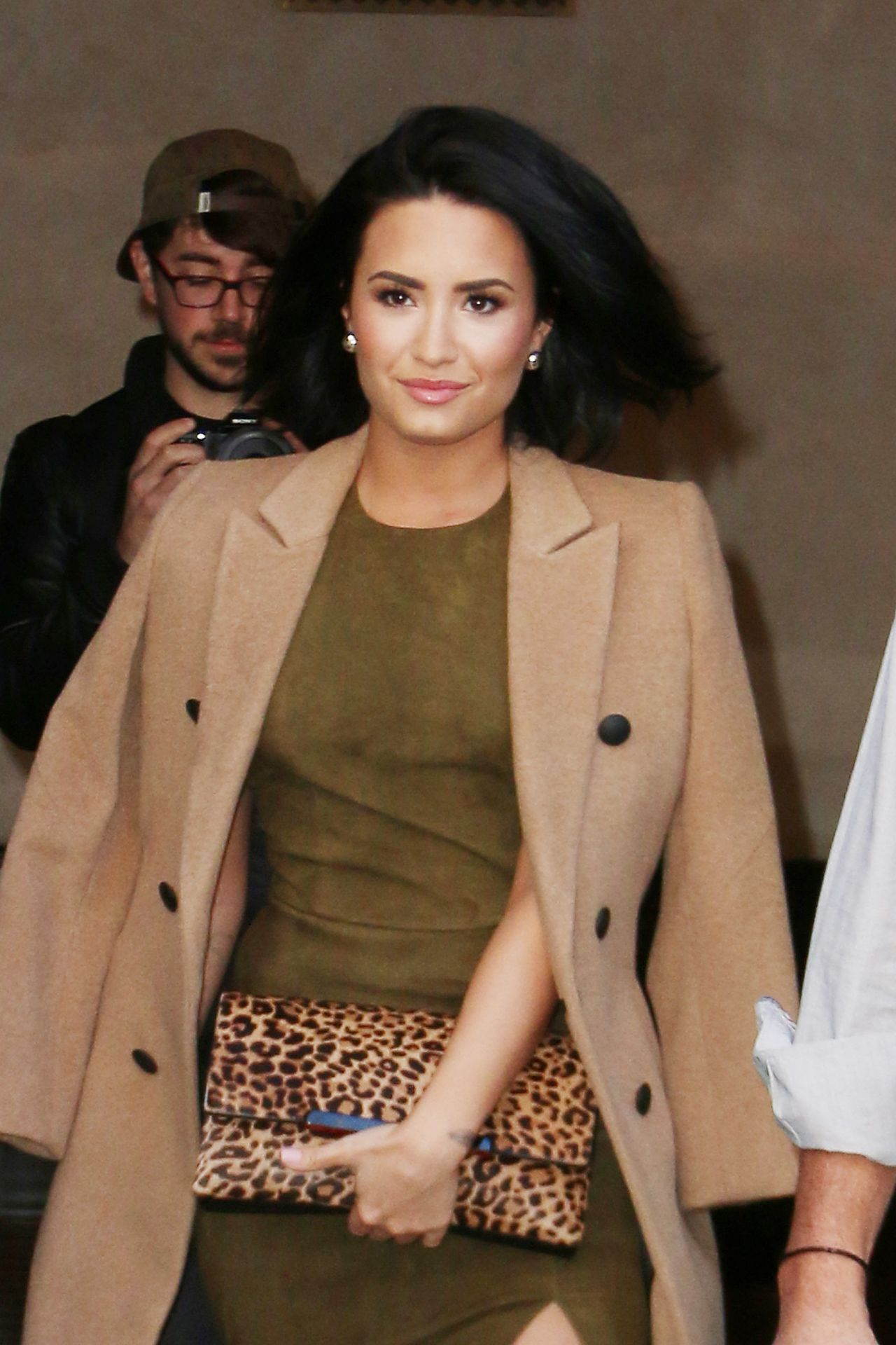 demi-lovato-leaving-the-greenwhich-hotel-in-new-york-city-october-2015_2