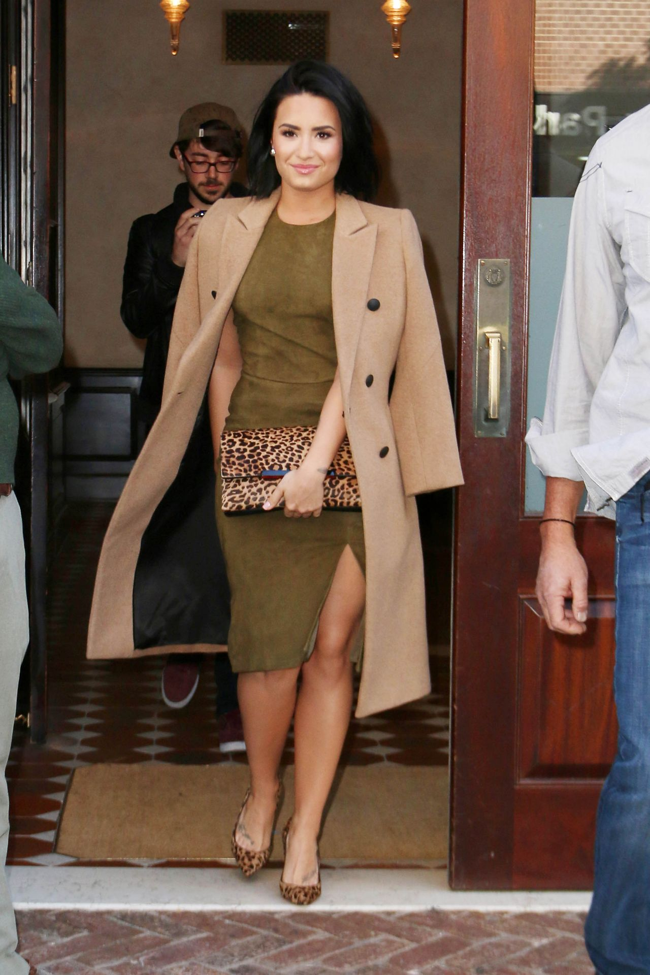 demi-lovato-leaving-the-greenwhich-hotel-in-new-york-city-october-2015_3