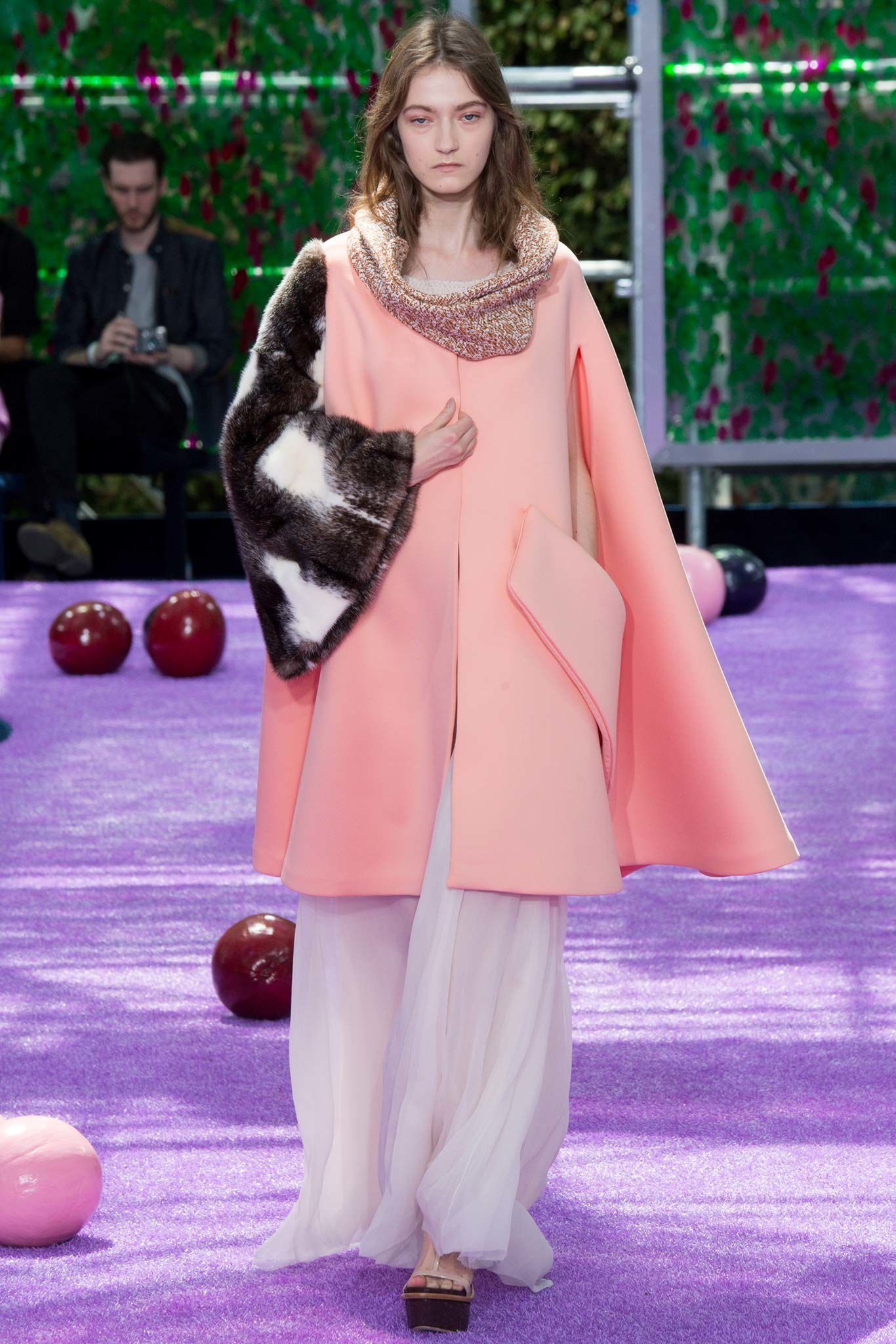 rihanna-attends-dior-spring-2016-show-at-paris-fashion-week