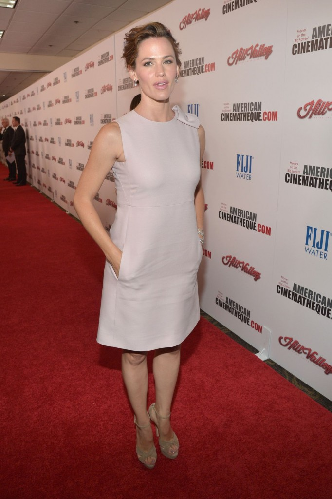 jennifer-garner-2015-american-cinematheque-award-honoring-reese-witherspoon-in-los-angeles_10