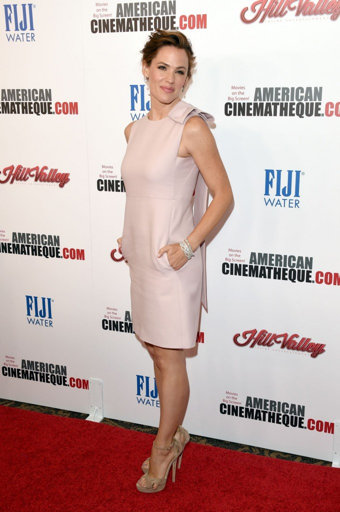 jennifer-garner-2015-american-cinematheque-award-honoring-reese-witherspoon-in-los-angeles_19
