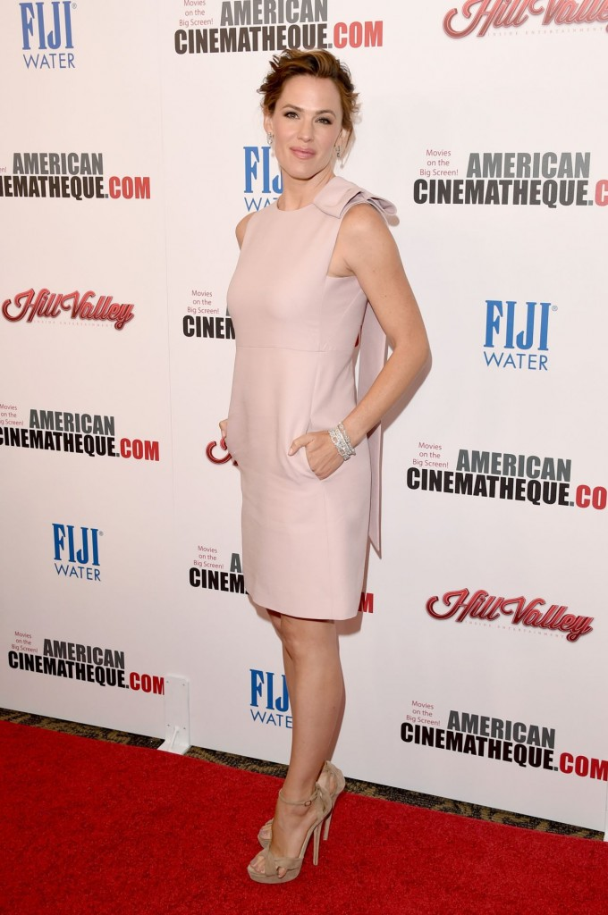 jennifer-garner-2015-american-cinematheque-award-honoring-reese-witherspoon-in-los-angeles_3