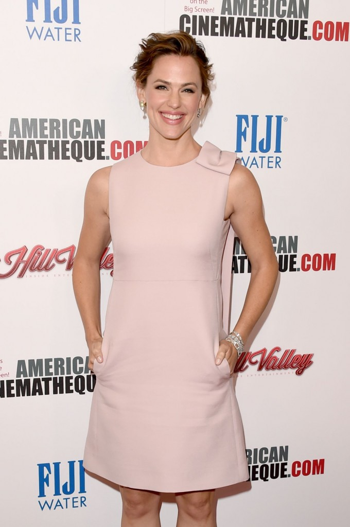 jennifer-garner-2015-american-cinematheque-award-honoring-reese-witherspoon-in-los-angeles_5