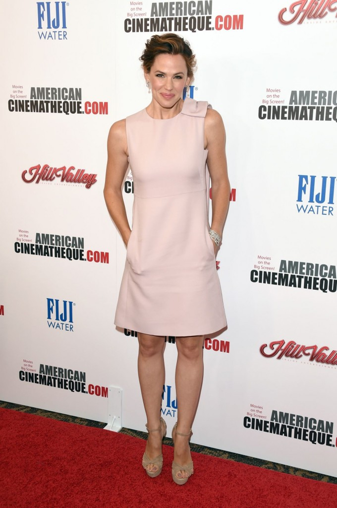 jennifer-garner-2015-american-cinematheque-award-honoring-reese-witherspoon-in-los-angeles_8