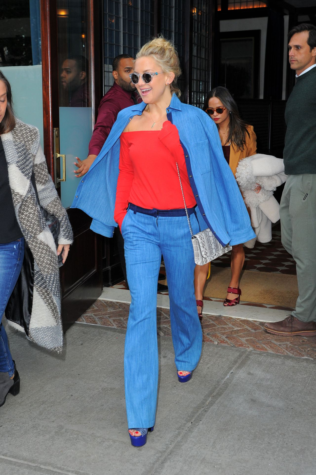 kate-hudson-style-leaving-her-hotel-in-nyc-october-2015_4