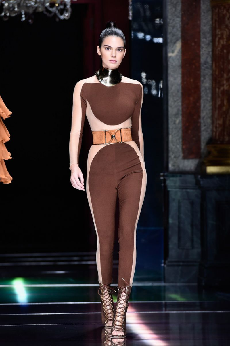 kendall-jenner-balmain-show-at-paris-fashion-week-womenswear-s-s-2016_1