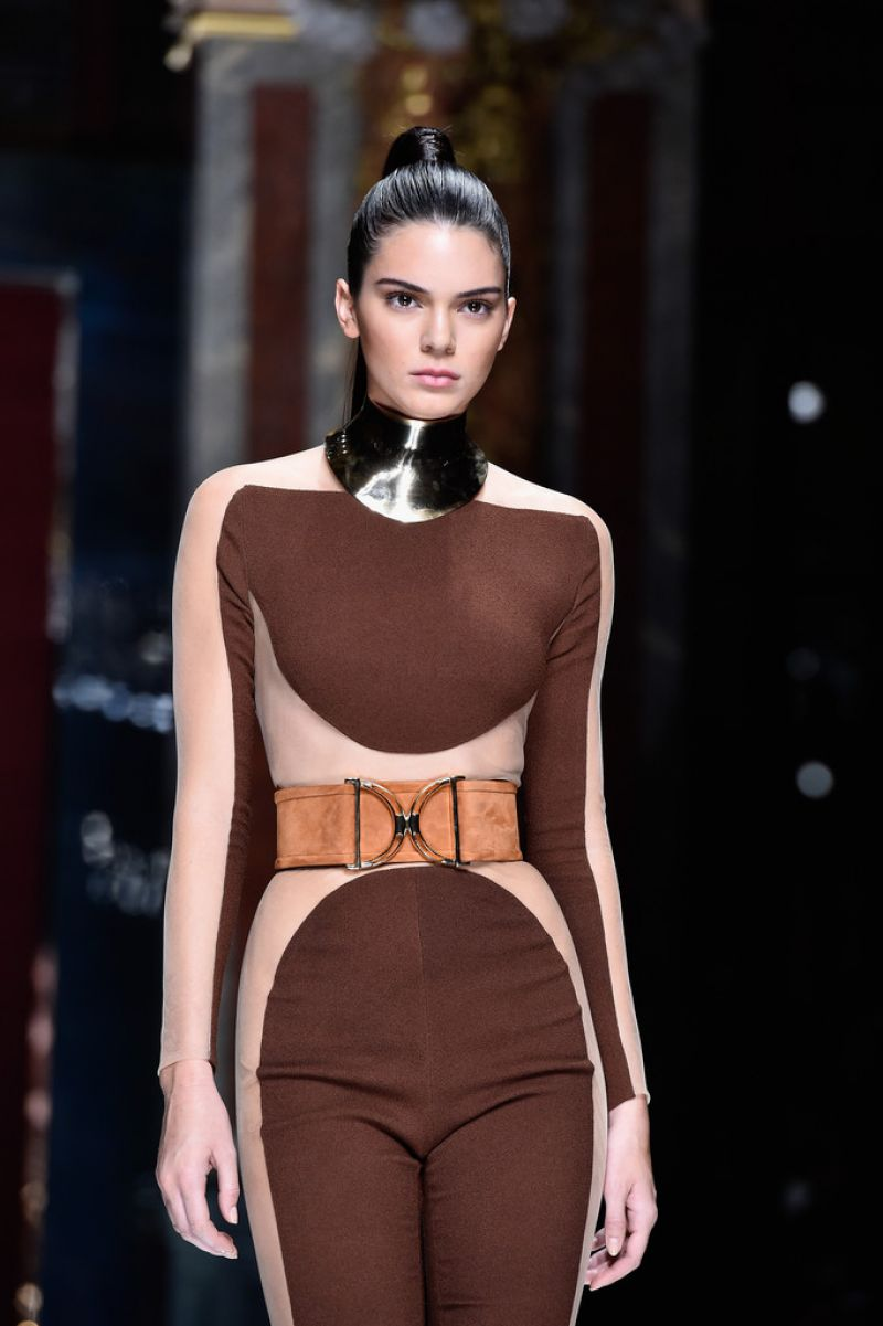 kendall-jenner-balmain-show-at-paris-fashion-week-womenswear-s-s-2016_2