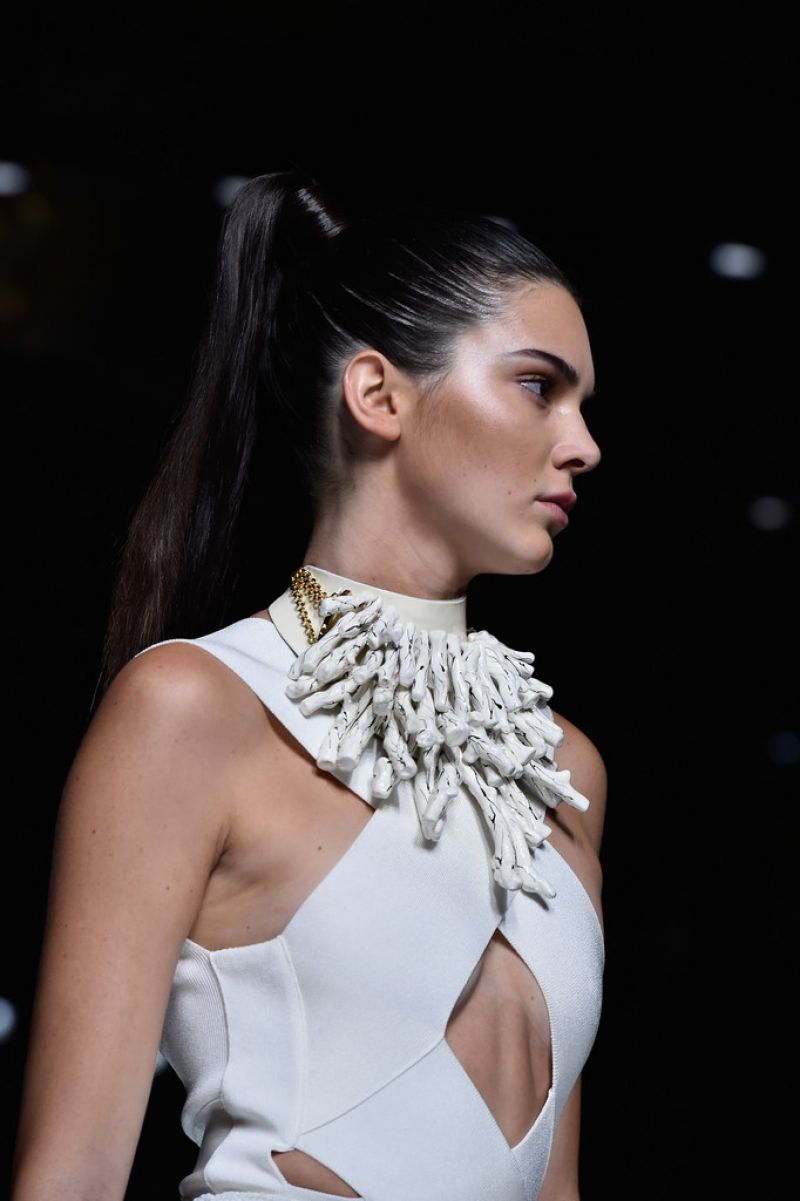 kendall-jenner-balmain-show-at-paris-fashion-week-womenswear-s-s-2016_4