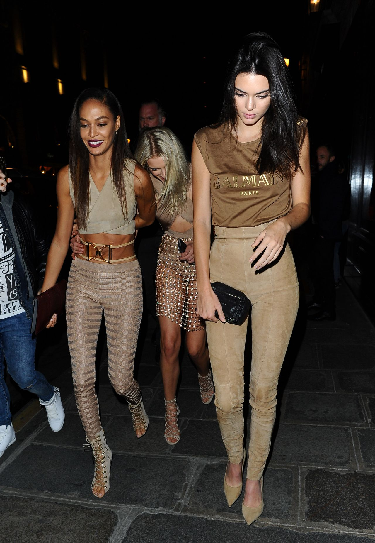kendall-jenner-lily-donaldson-joan-smalls-leaving-costes-bar-in-paris-october-2015_6