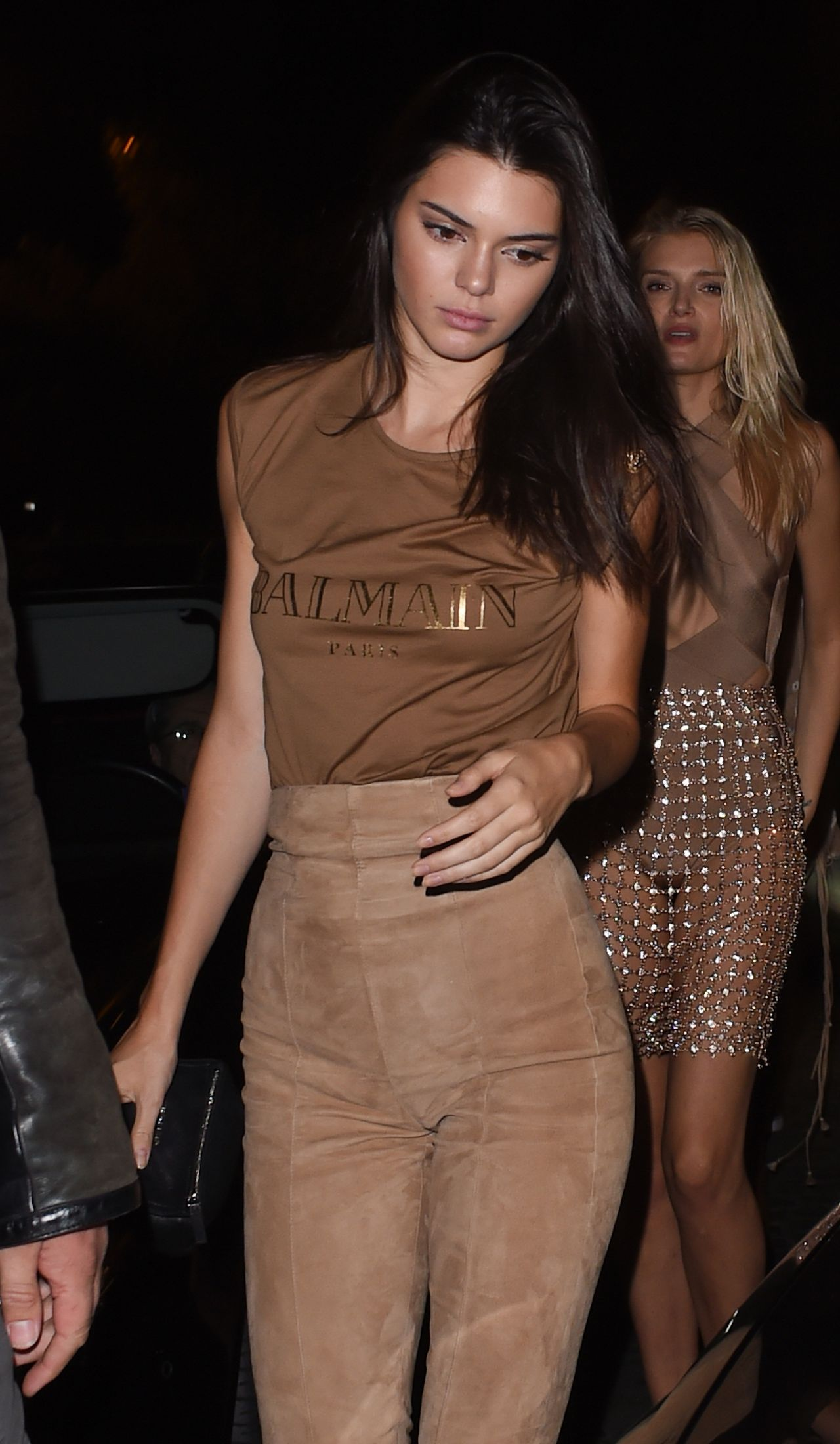 kendall-jenner-night-out-style-at-le-six-seven-in-paris-october-2015_1