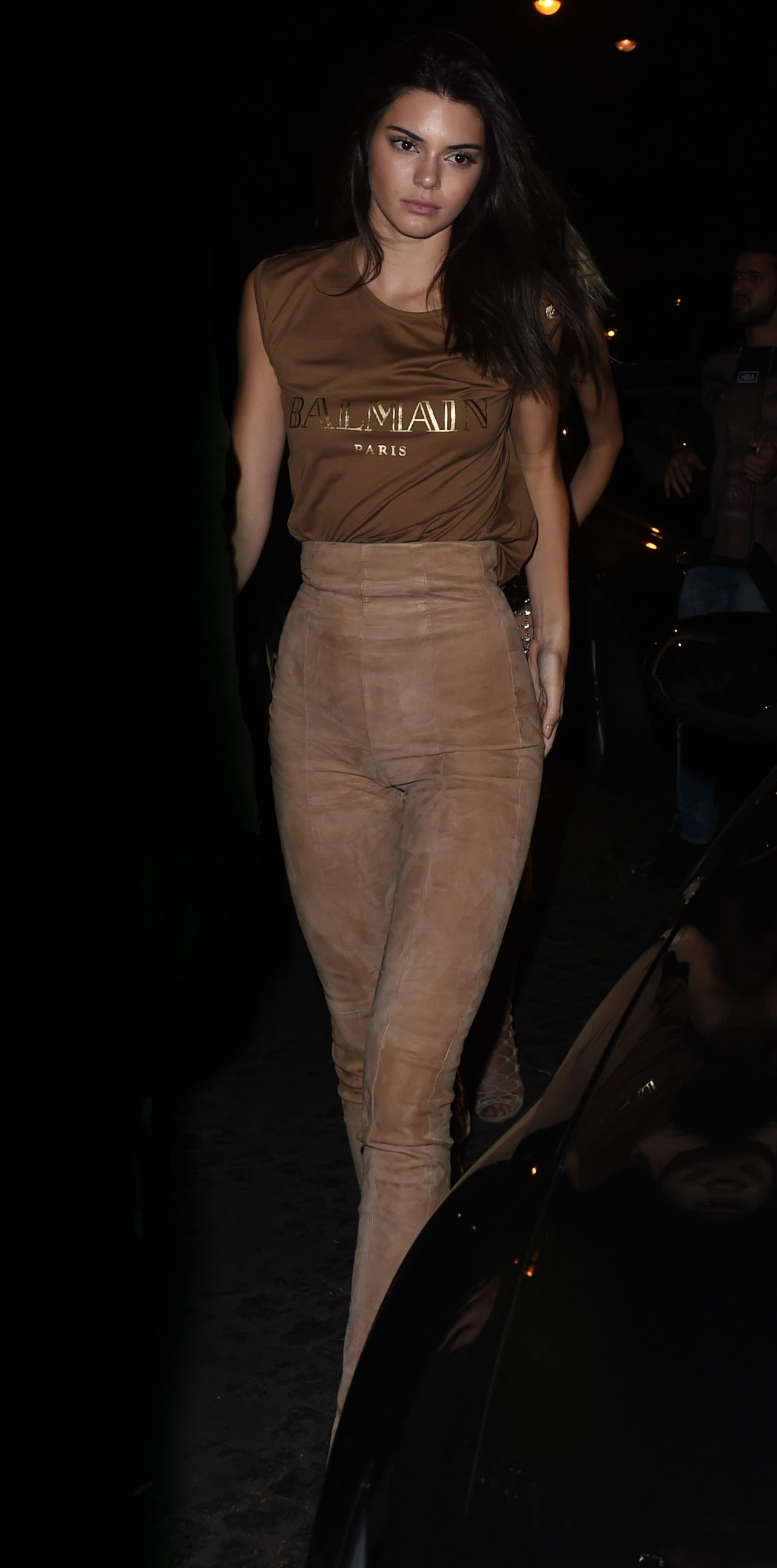 kendall-jenner-night-out-style-at-le-six-seven-in-paris-october-2015_4