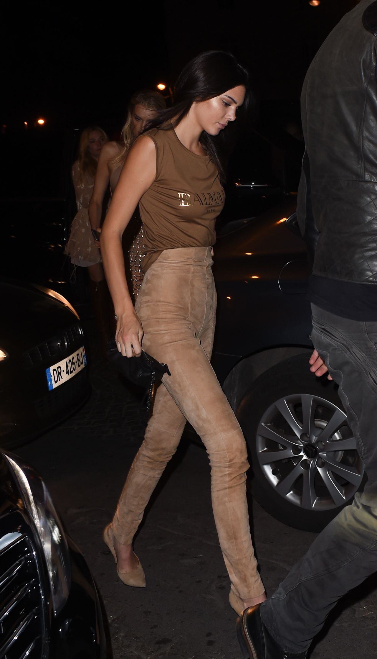 kendall-jenner-night-out-style-at-le-six-seven-in-paris-october-2015_6