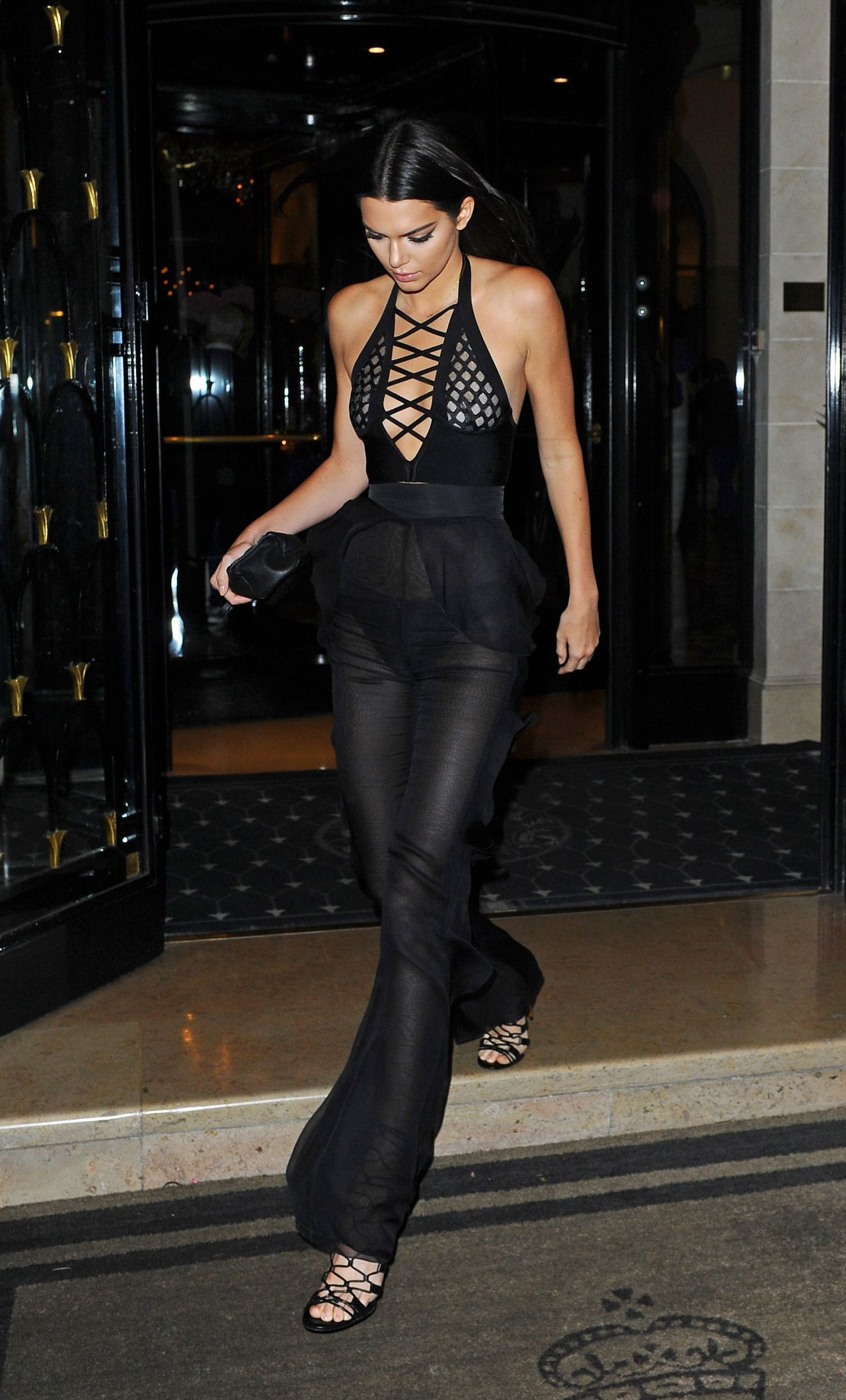 kendall-jenner-night-out-style-reserve-restaurant-in-paris-september-2015_5