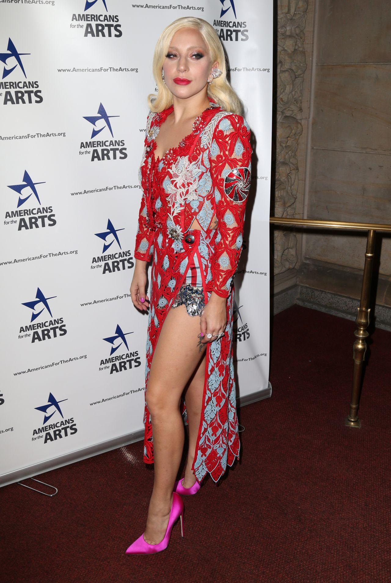 lady-gaga-2015-national-arts-awards_6-1