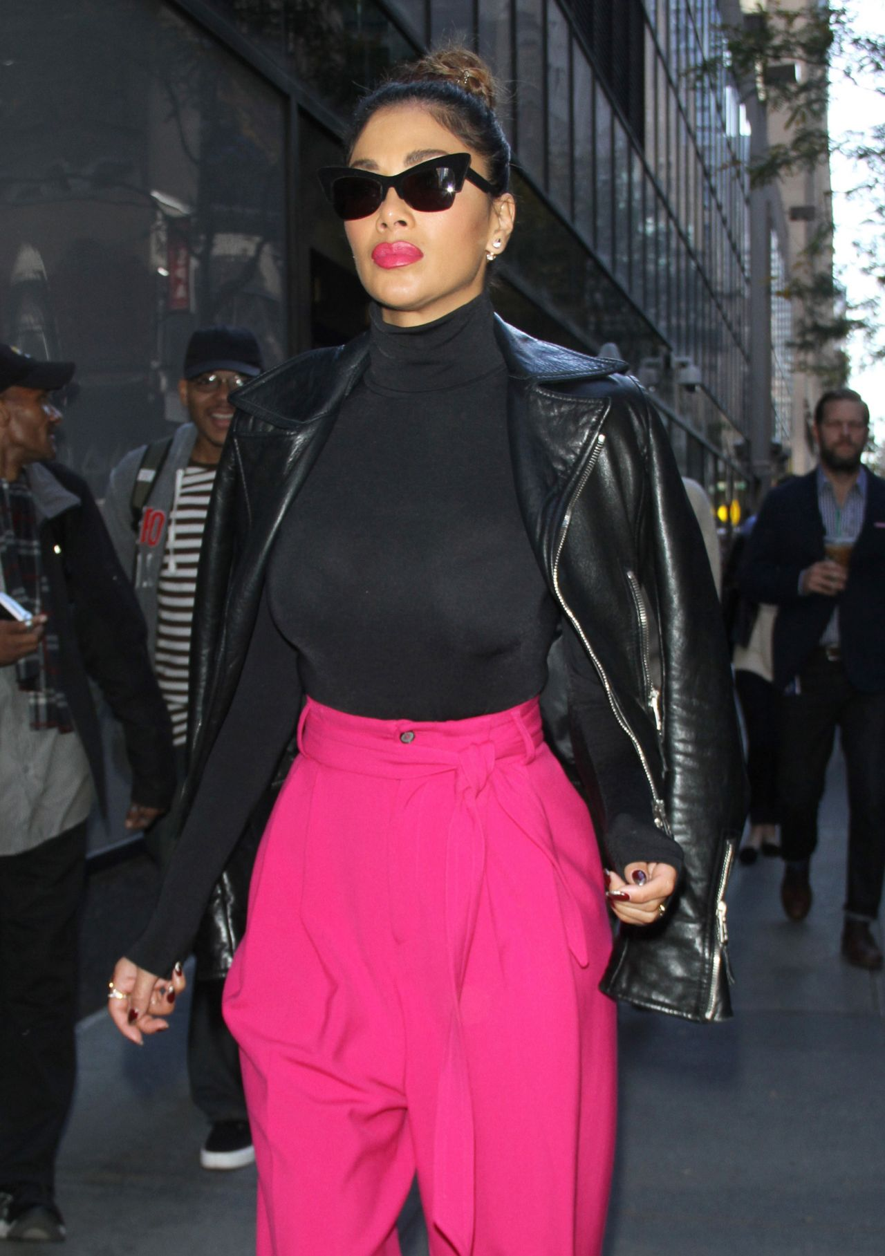 nicole-scherzinger-leaving-the-today-show-in-new-york-city-october-2015_4