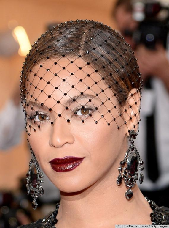 celebrities-in-face-veils