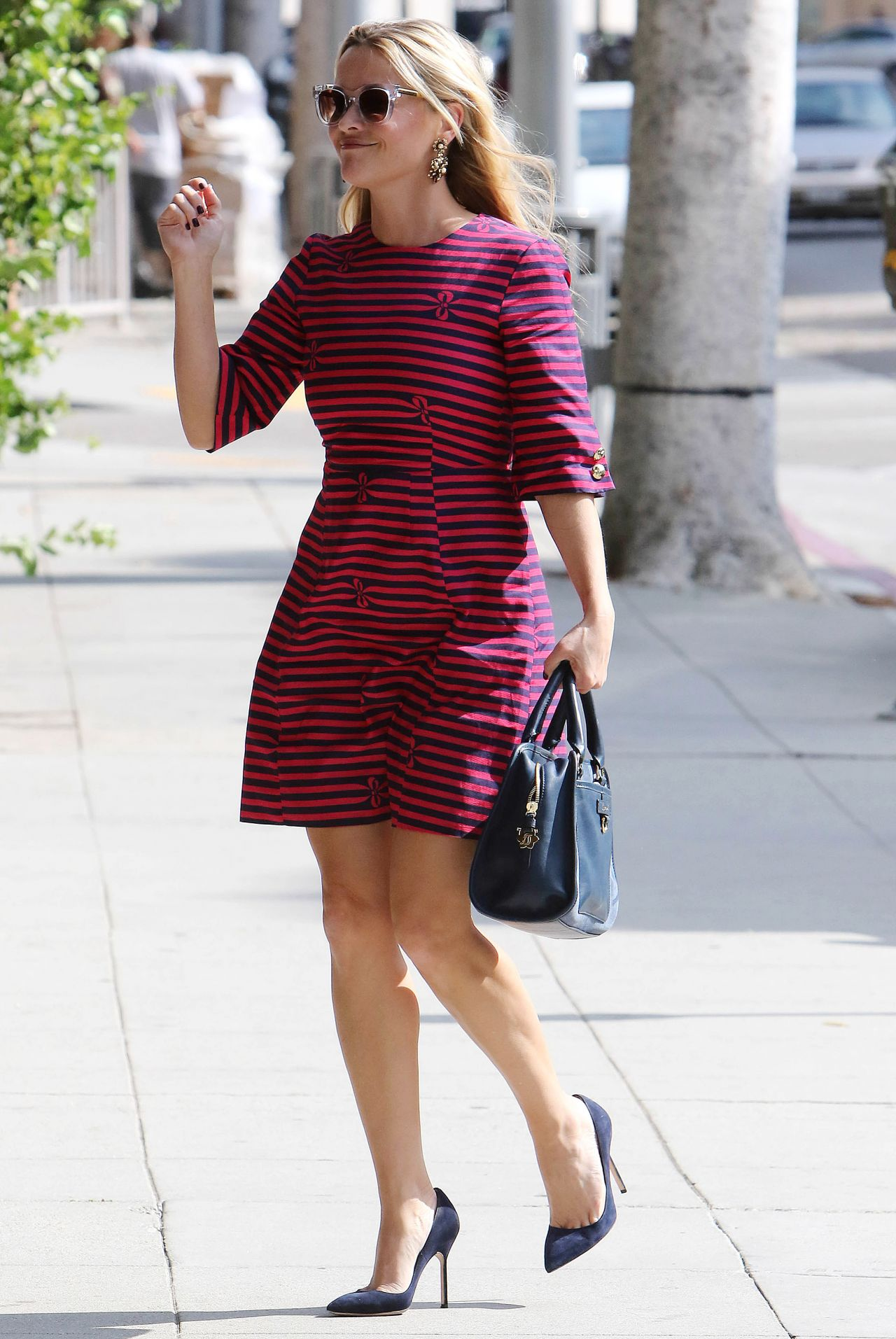 reese-witherspoon-out-in-west-hollywood-october-2015_1